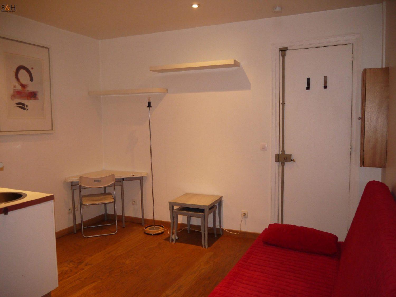 Studio Paris 8eme 17m2 meublé