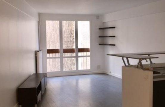 S&H Real Estate studio à louer 33m2 excellent état 5ème étage calme et lumineux